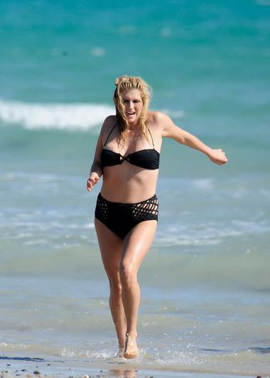 Кеша на пляже