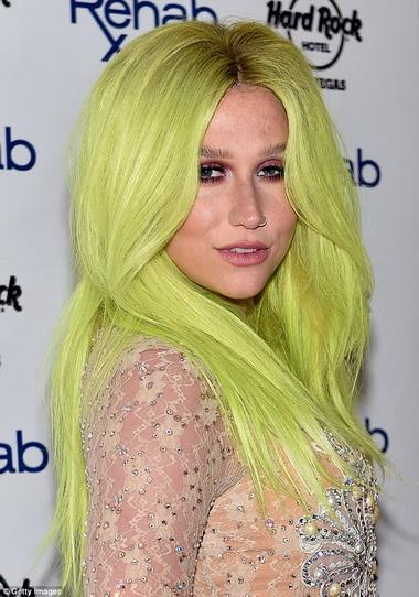 Кеша с желтыми волосами.